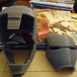L'oggetto si compone di 3 parti distinte: placca frontale, mascella e casco.