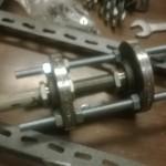 Il tubo assemblato: due flange filettate da 1'', con relativa riduzione ad un tubo da 3/4''. Tenuto assieme da delle barre M14