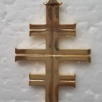 Dettaglio della croce di Gea realizzata in Gold Plated Brass